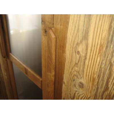 Füllungen in Altholz und Edelstahloberfläche gebürstet und geölt.